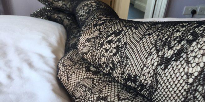 Luv Bunny's legs in patterned black tights